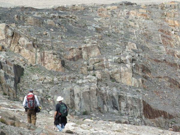 Vertically dipping turbidites of the Kaza Formation, British Columbia (© 2008 clasticdetritus.com)