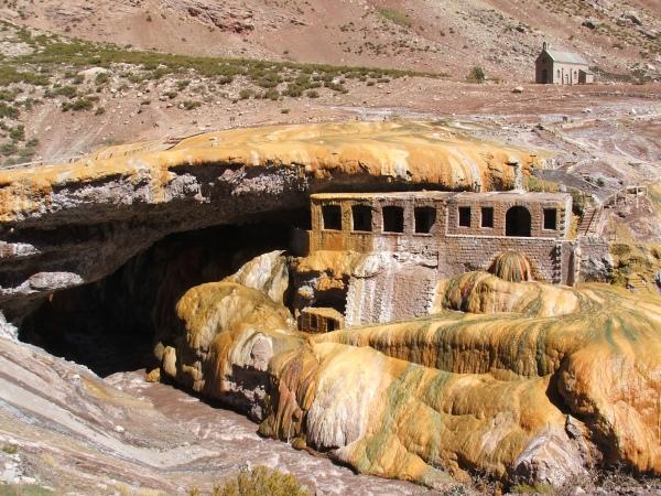 Puente del Inca, Argentina (© 2008 clasticdetritus.com)