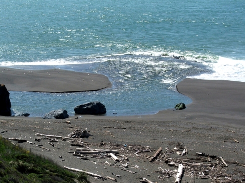 Russian River mouth, California coast (© 2009 clasticdetritus.com)