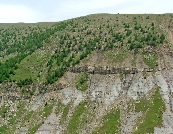 Strata onlapping a basin margin, Eocene of the French Alps (© 2009 clasticdetritus.com)